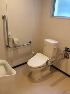 介助用トイレ